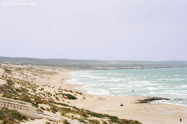 Sur la plage de mostaganem
