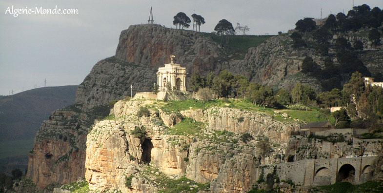 http://www.algerie-monde.com/villes/constantine/monument-aux-morts-constantine.jpg