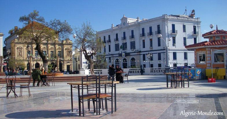 http://www.algerie-monde.com/villes/constantine/place-la-breche-constantine.jpg
